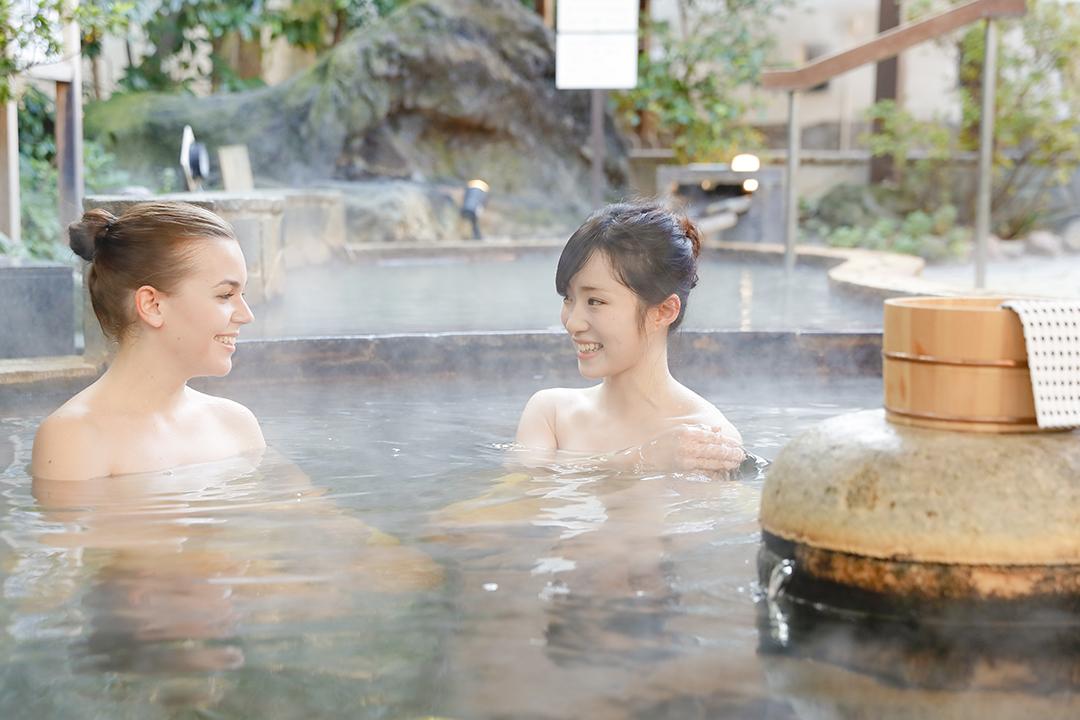 露天風呂を楽しむ