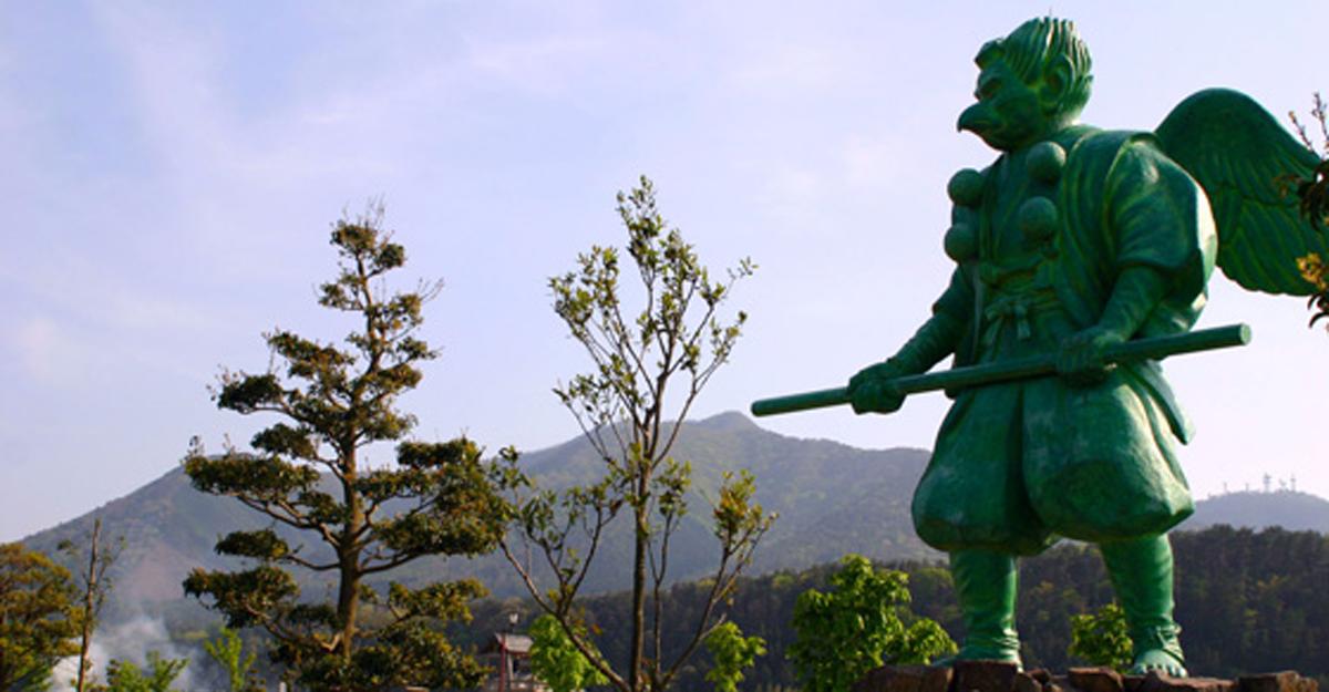仁王堂公園~大山カラス天狗の像