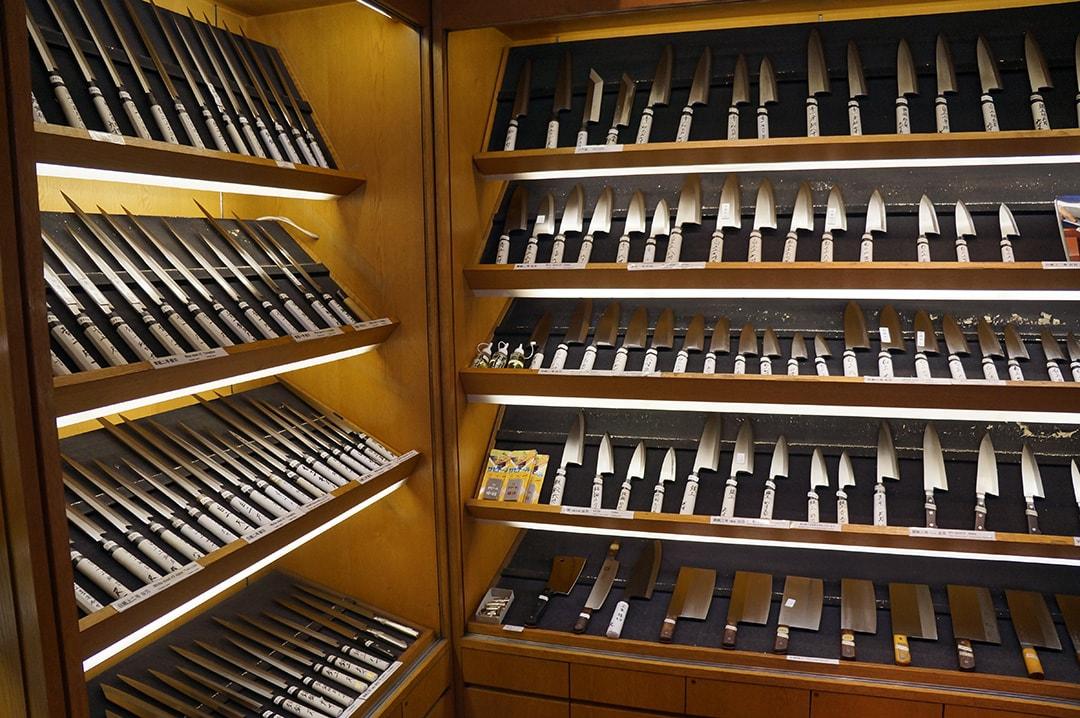 職人がつくる高品質な庖丁や南部鉄器が揃う 釜浅商店
