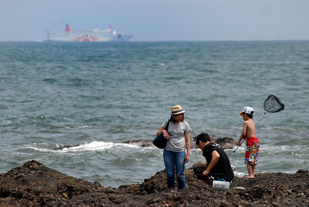 岩場と波が魅力!サーファーにも人気の『大洗海岸』