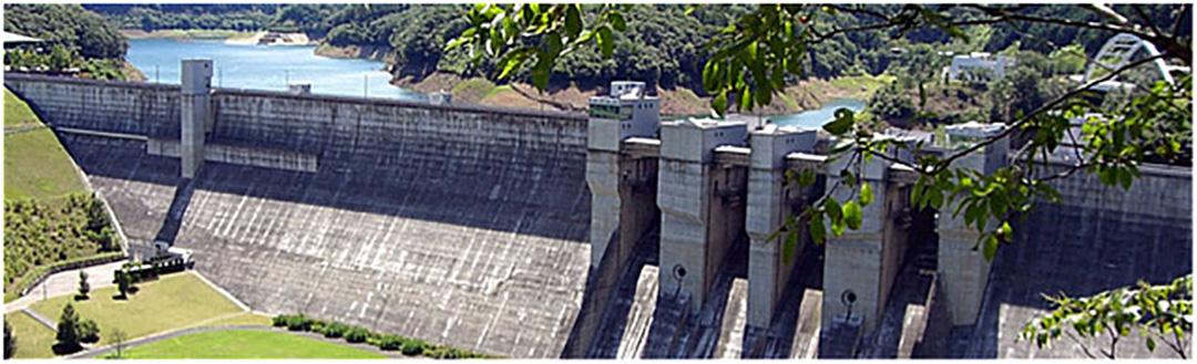通年でダムの中に入れる地域に開かれた日吉ダム。温泉やBBQなど充実したアクティビティ一施設で日中楽しめます。
