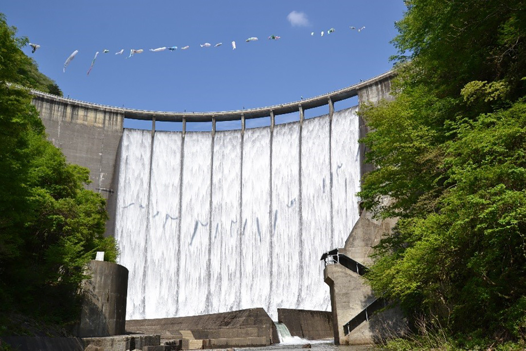 Naruko Dam Where You Can Enjoy Activities with Family Actually, it is Japan's first arch dam constructed by only Japanese engineers.