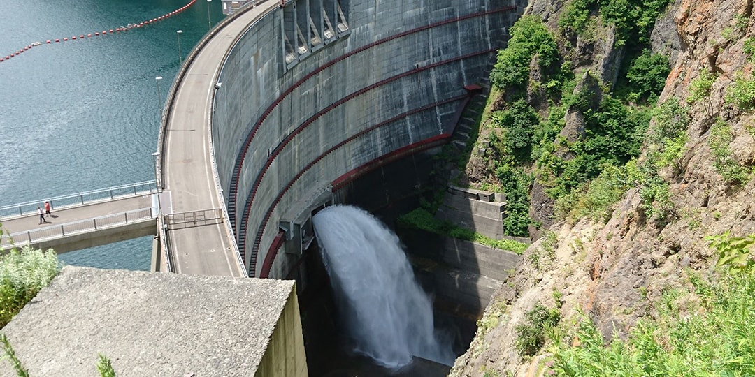 Now, Dams in Japan Are a Great Spot for Traveling! They have a lot to offer, such as dam discharge, dam curry, dam cards, and tour event etc.! There are also several excellent sightseeing spots.