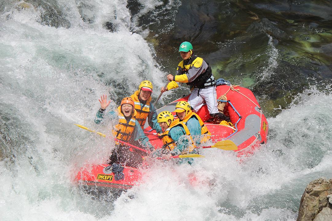 群馬県で日本屈指の激流を体験!「水上・利根川上流」