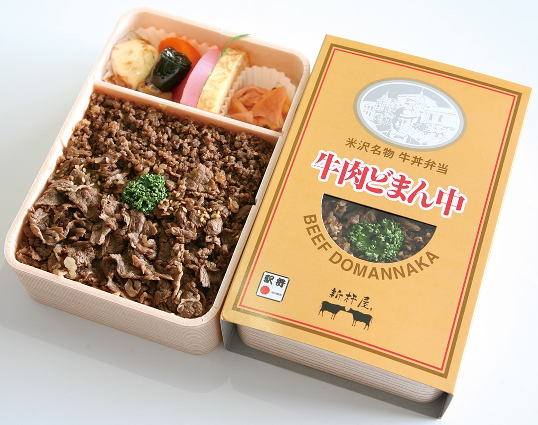 """Packed Lunch of Beef Bowl Gyuniku Domannaka"" Full of Beef"