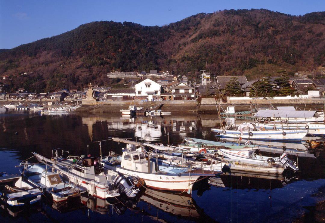 『崖の上のポニョ』の舞台という説も?興味深い歴史的風景が残る港町