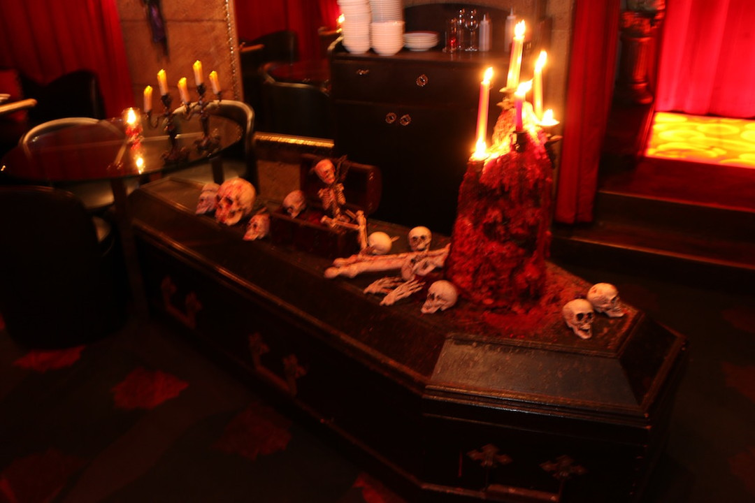 It is also equipped with a coffin where a vampire lies.