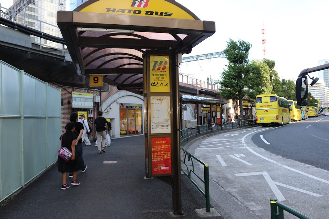The bus stop is located close to Tokyo Station.