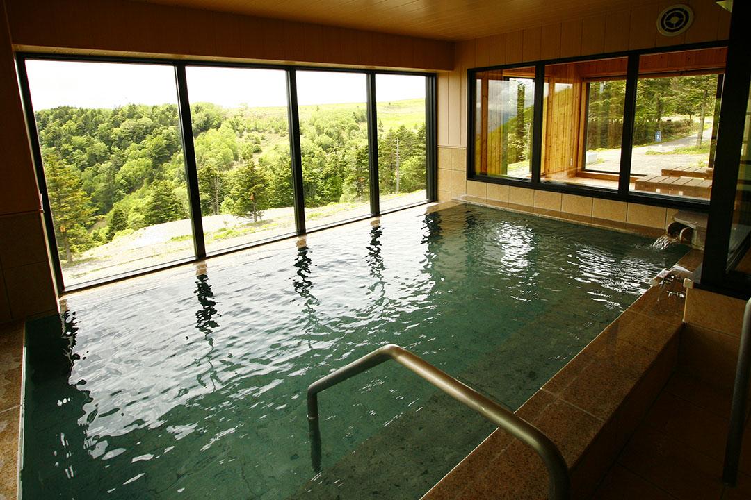 Enjoy a bath while admiring Utsukushigahara.