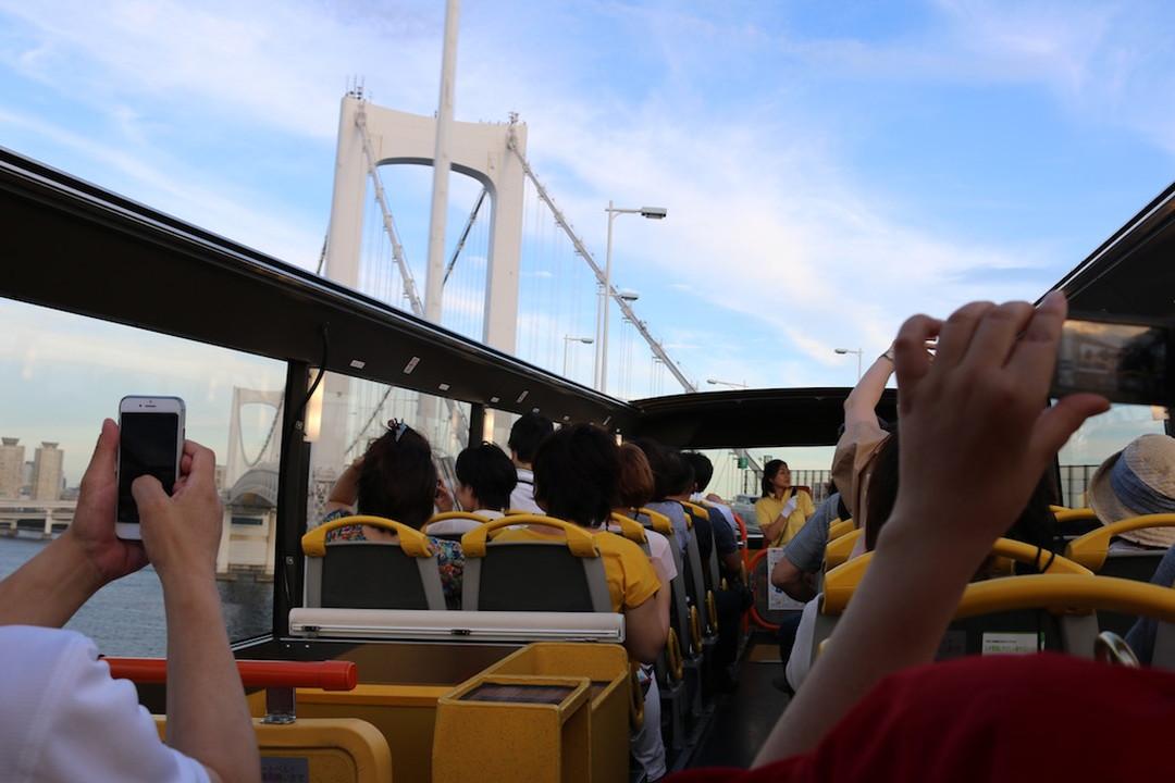 赶去彩虹桥