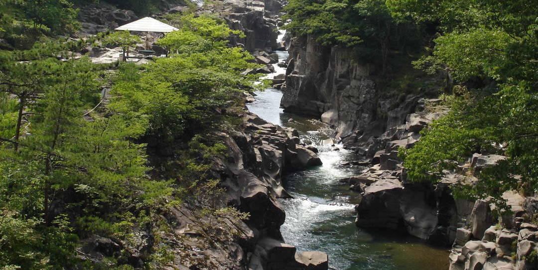 絵画のような渓谷美が広がる一関の二大渓谷「厳美渓」「猊鼻渓」