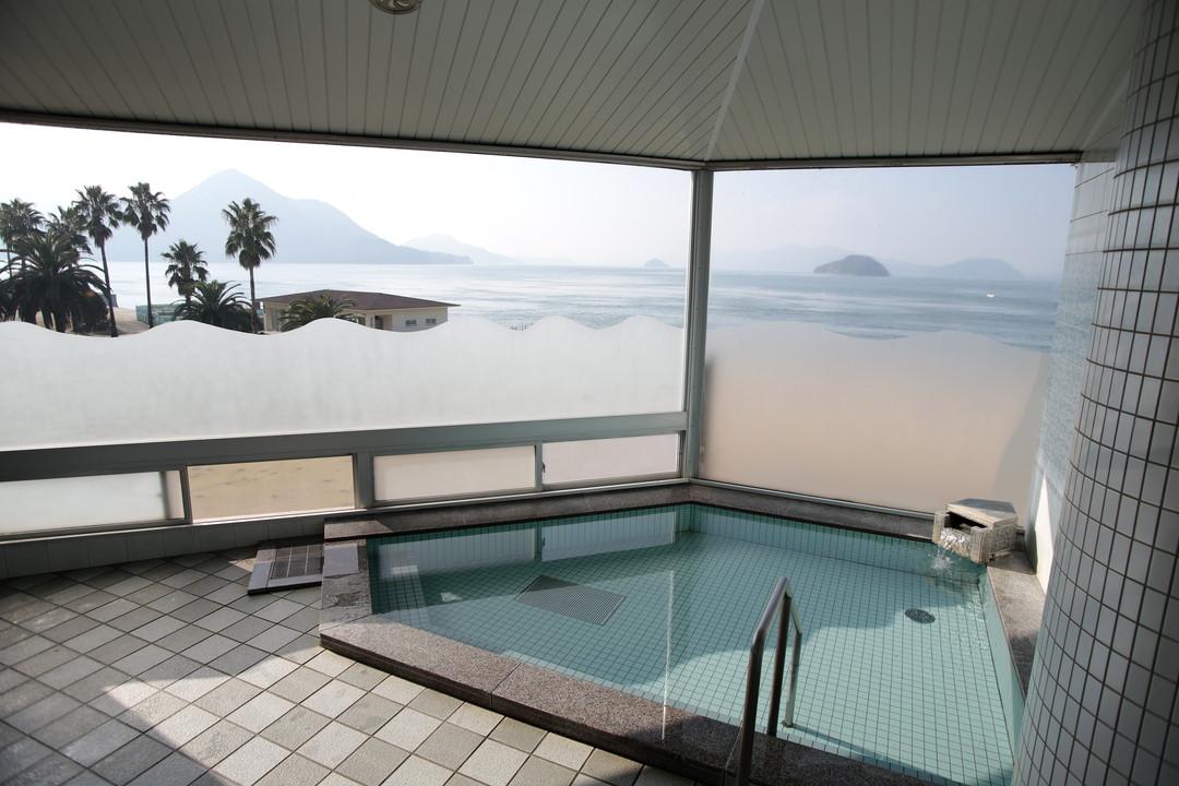 汗をかいたらお風呂でさっぱり!『休暇村大久野島』の温泉へ