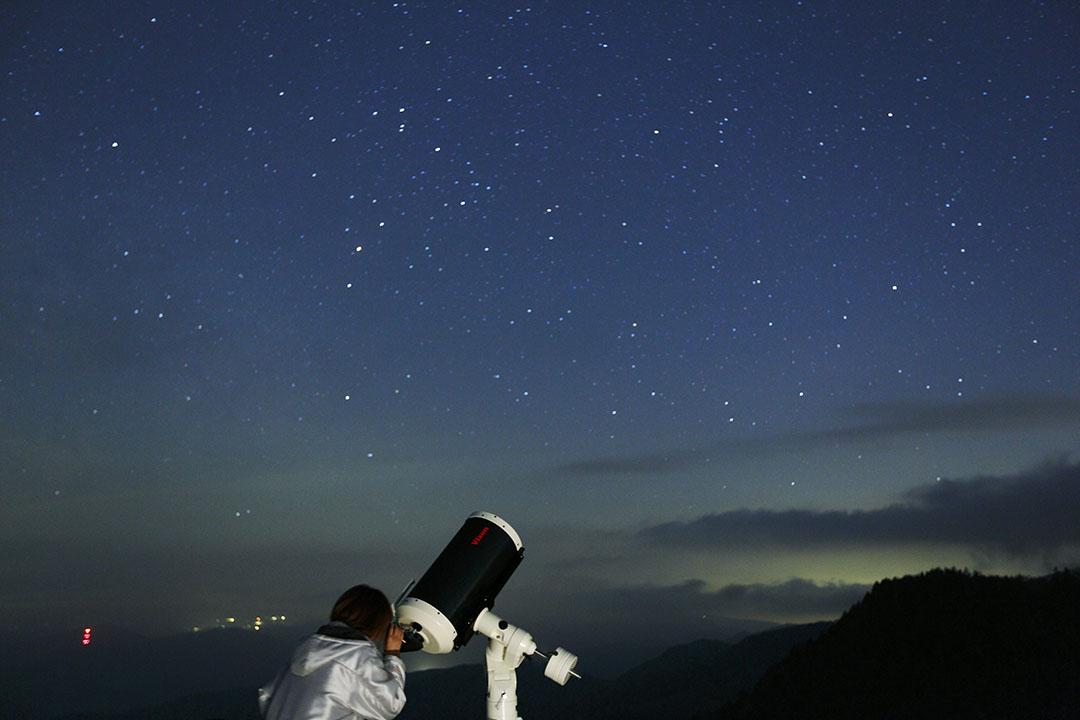 海拔2000m的美原是天體觀測的天然特別席