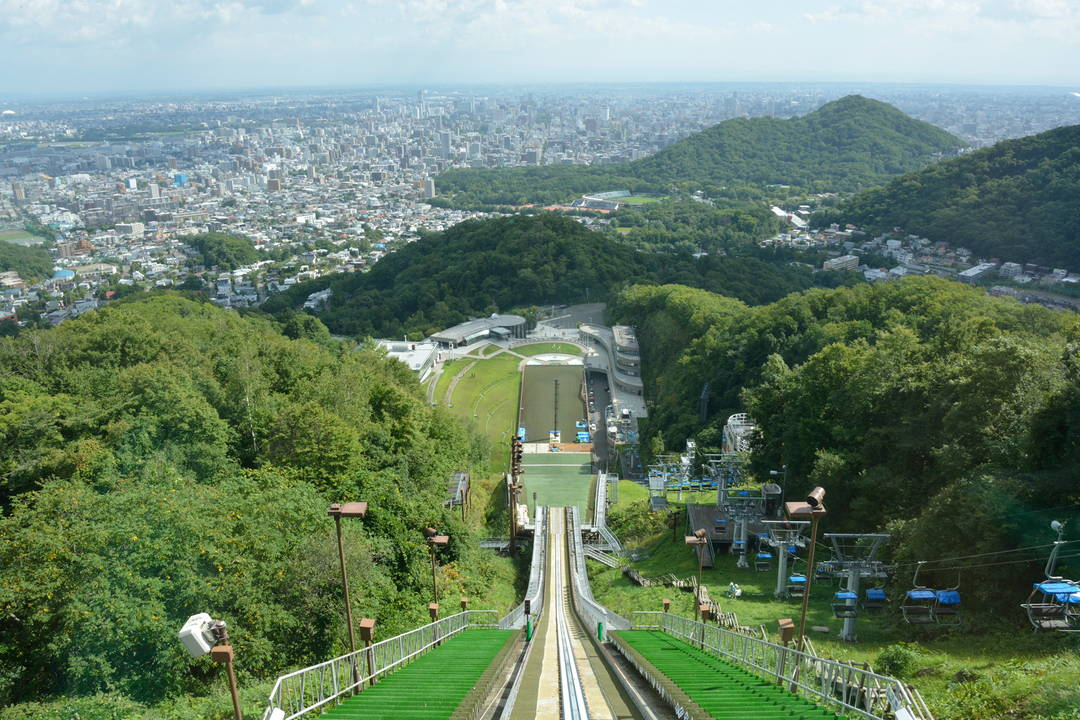 [Okurayama Observatory] Can't help free-falling from the hill!?