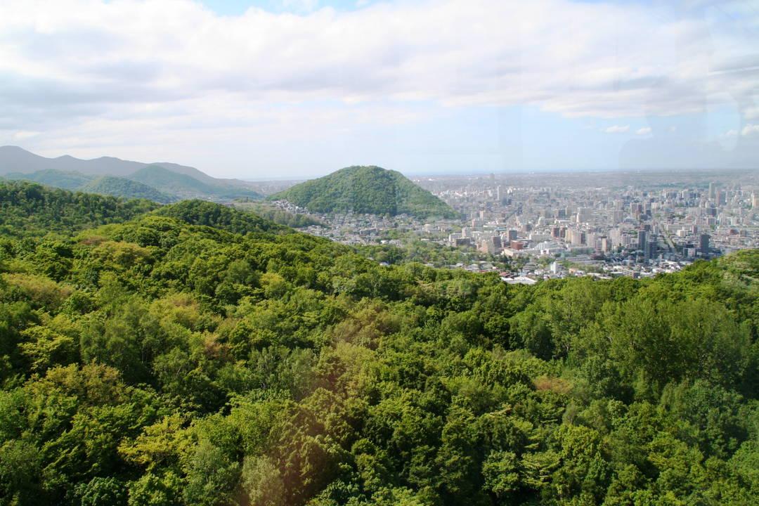 [Mount Moiwa] A mountain keeping the city under surveillance!?