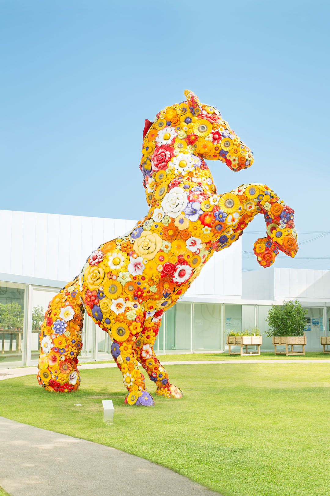 Two iconic works at the center, <<Flower Horse>> and <<Standing Woman>>