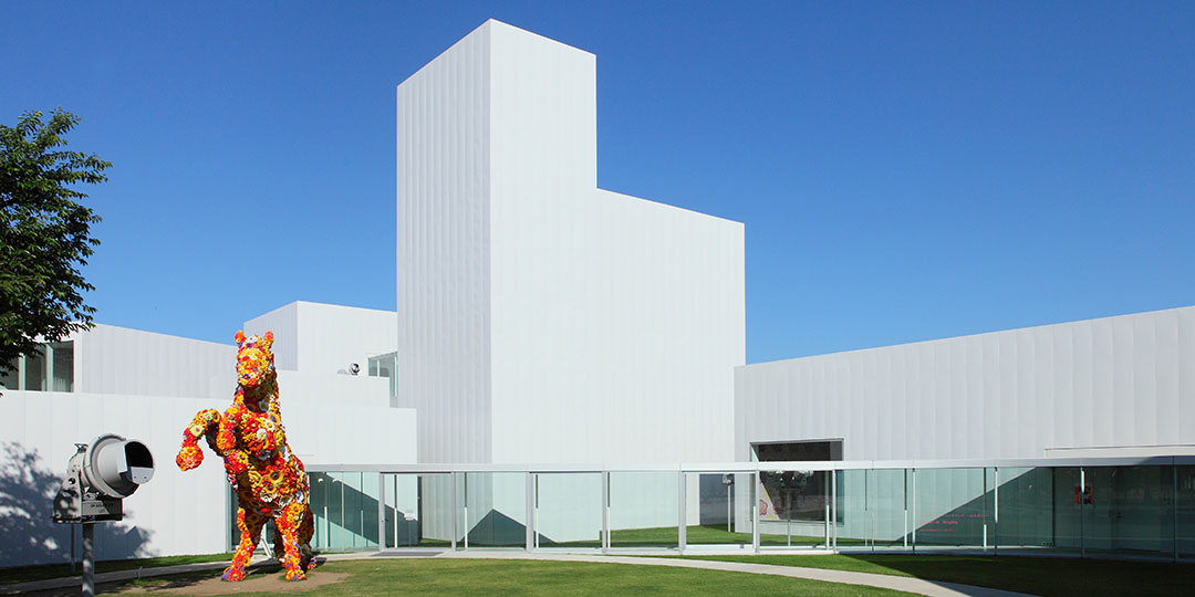 """""""Towada Art Center,"""" an art spot where you can feel the art pieces up close on the street and town"""