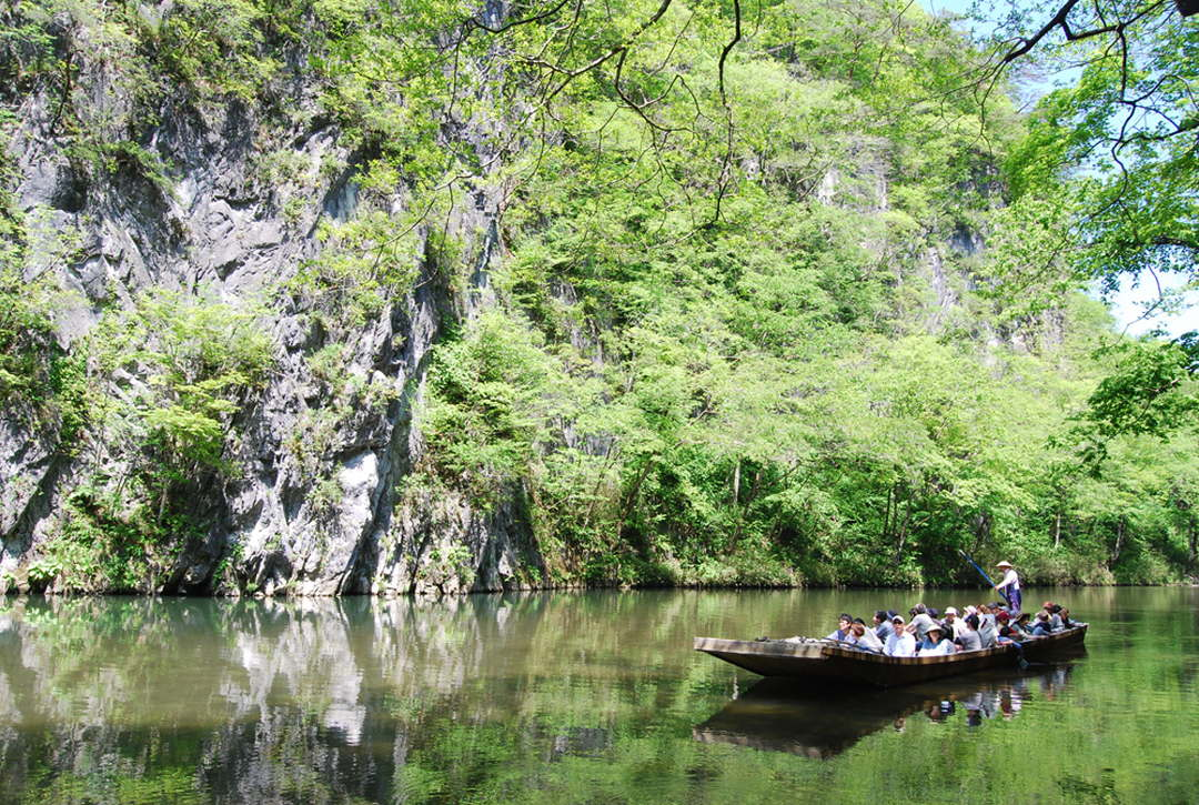 """""""Geibikei Gulch"""", where you can go downstream in a boat around a spectacular view like a landscape painting"""