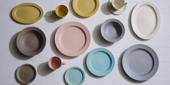 """미노(美濃・지금의 기후현의 남부)야키 도자기의 다채로움을 상징하는 """"사쿠잔 가마(作山窯)""""의 현대적인 그릇"""