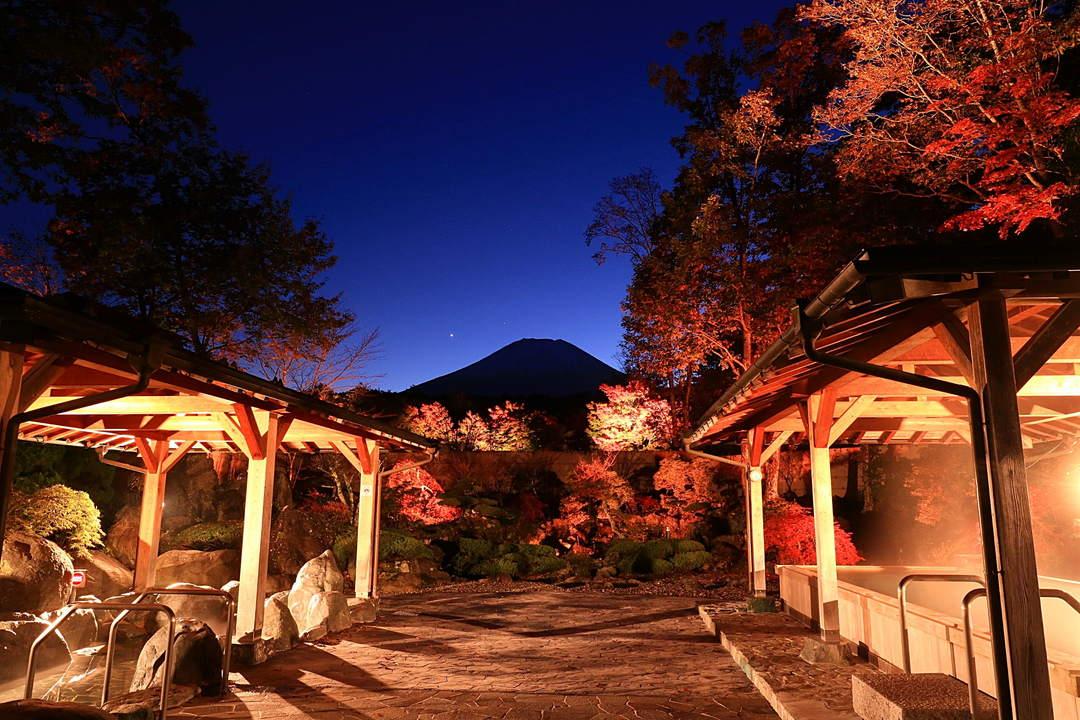 【山中湖温泉 紅富士の湯】紅葉の向こうに富士山を仰ぐ