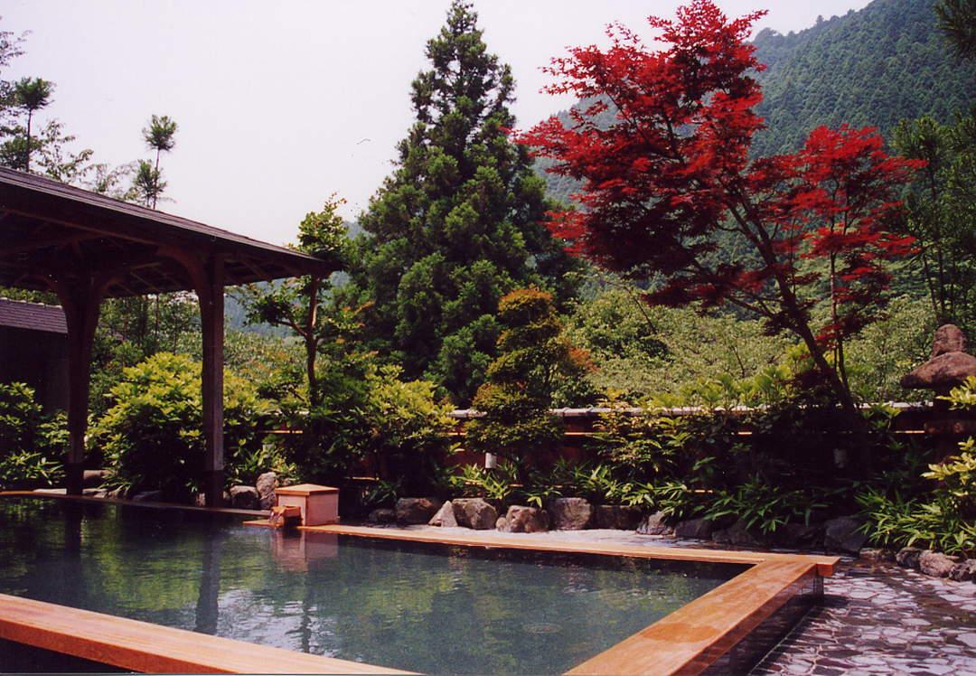 가을의 정취를 한적한 온천에서 만끽!【구라마 온천 호로쿠유(峰麓湯)】
