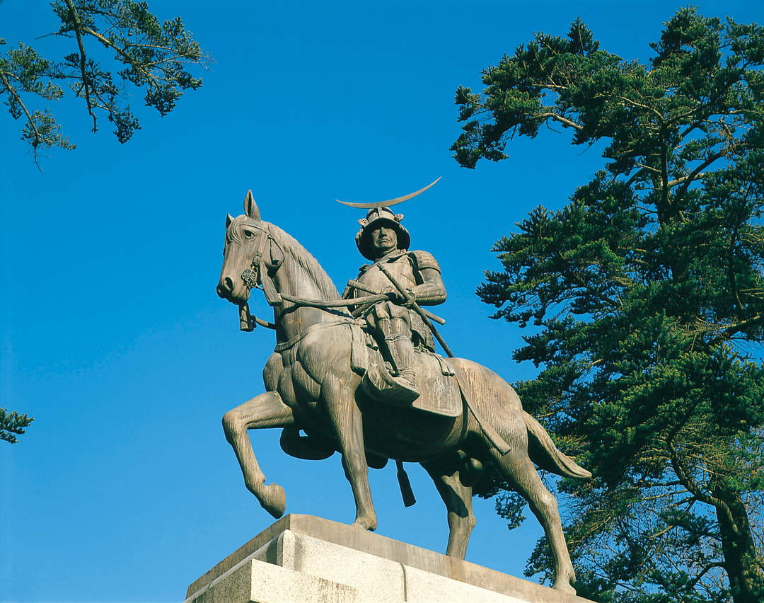 "Overlooking ​​Sendai's cityscape from ""Sendai Castle Ruins"" with equestrian statue of Masamune"