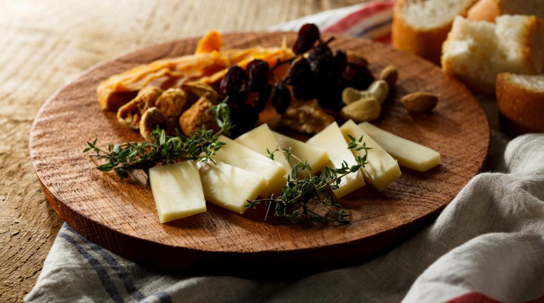 만능으로 활약하는 고이와이(小岩井) 농장의 하우다 타입의 내추럴 치즈