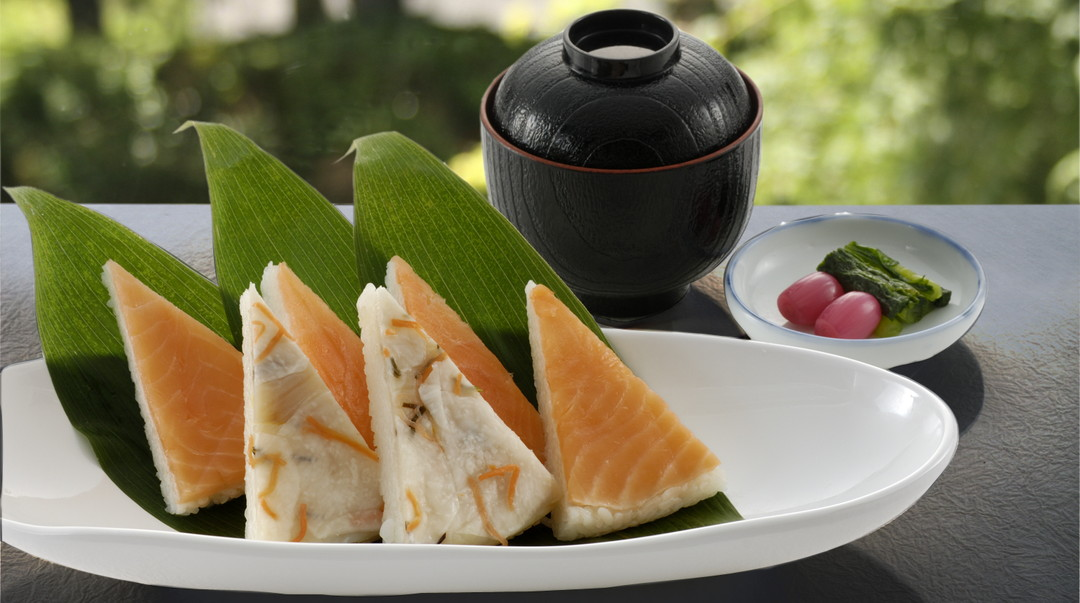 具100多年歷史的傳統車站便當   大家最喜歡的鱒魚壽司!