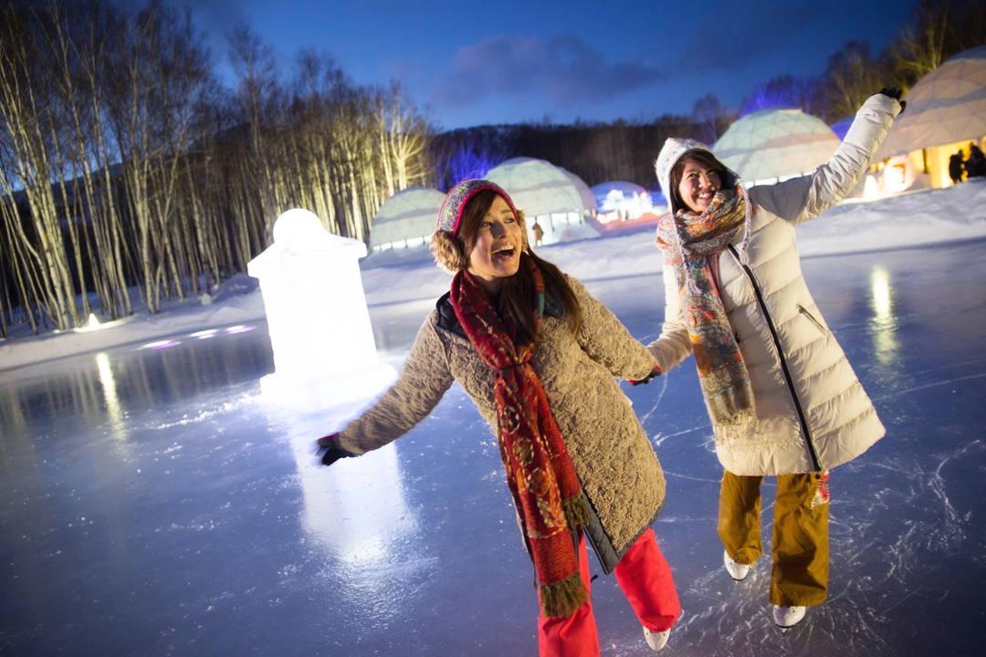 【アイスリンク・氷の滑り台】氷上の遊びといえばやはりコレ!