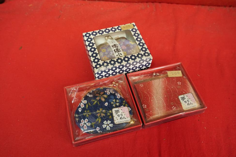 Popular with girls! A great selection of traditional chirimen accessories
