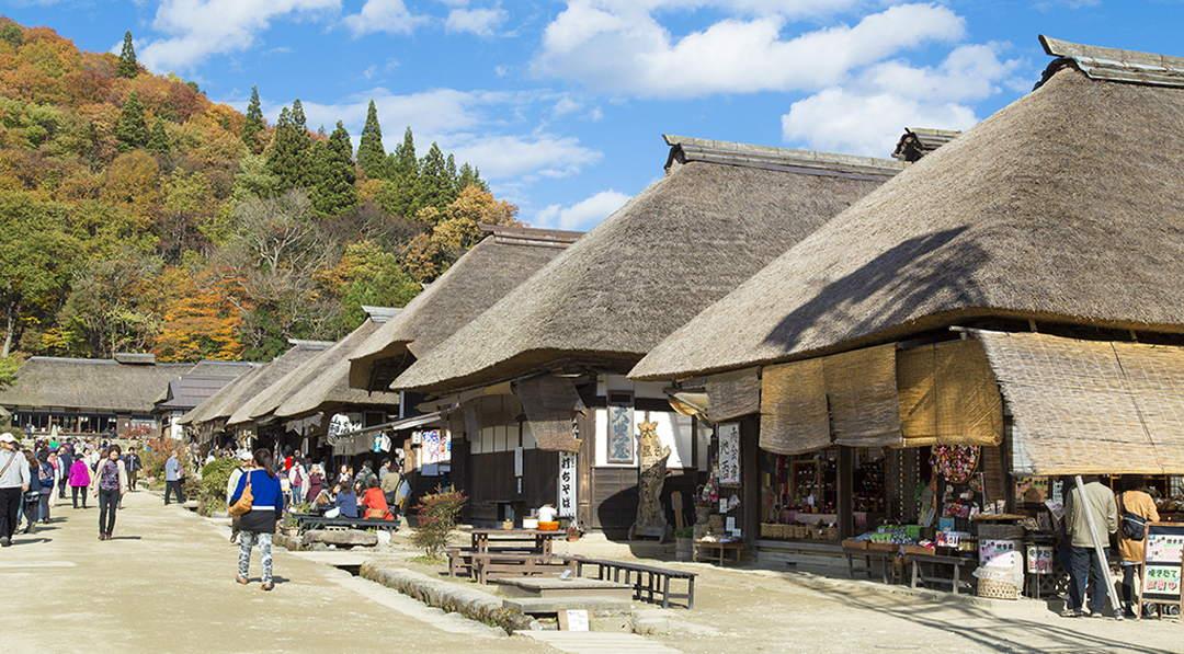 保留着350年前热闹非凡的宿场町旧时痕迹的【会津大内宿】