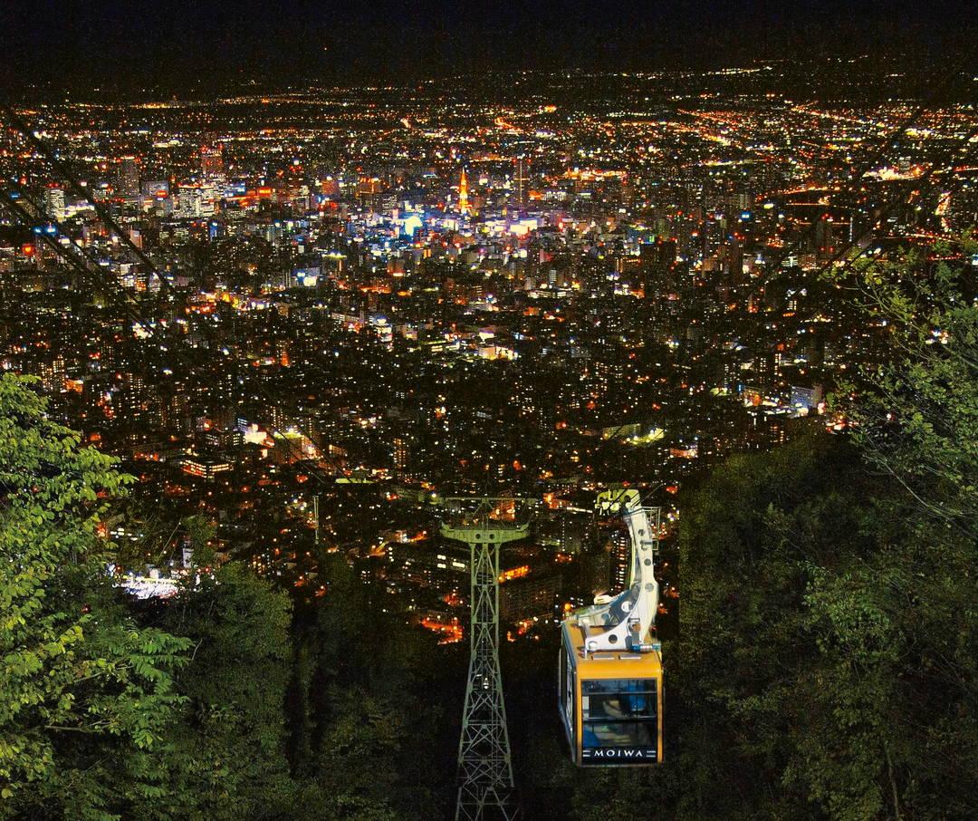 スポット①:標高531mから見下ろす夜景に酔いしれる【もいわ山】
