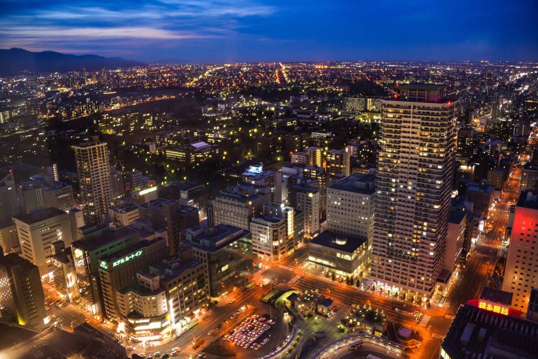 スポット②:ネオン輝く都会の夜景色をパノラマで楽しむ【JRタワー展望室 T38】