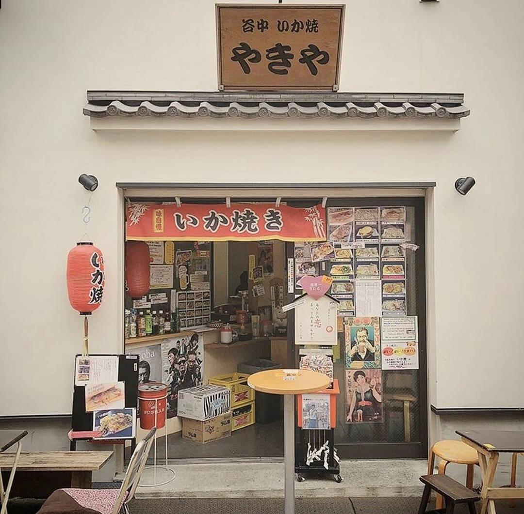 食べ歩きで人気の行列店【いか焼き やきや】