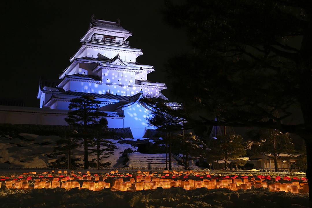 雪景色も格別な趣がある鶴ヶ城へ