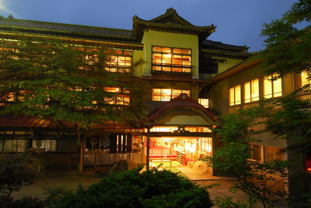 """被称为日本最深温泉的天然岩温泉""""铅温泉""""【白猿之汤】"""