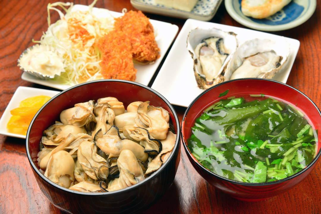 以新鲜度和菜量大而自豪!生蚝荟萃套餐极有人气