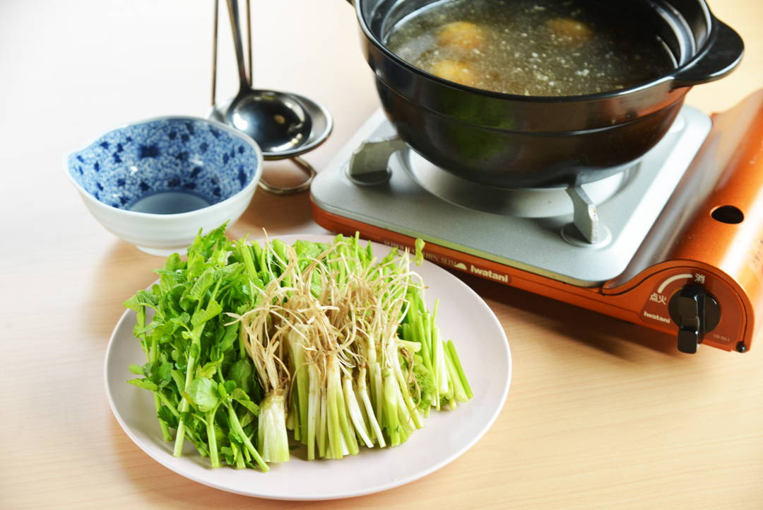 讲究使用鸭架和飞鱼高汤熬制的浓郁高汤