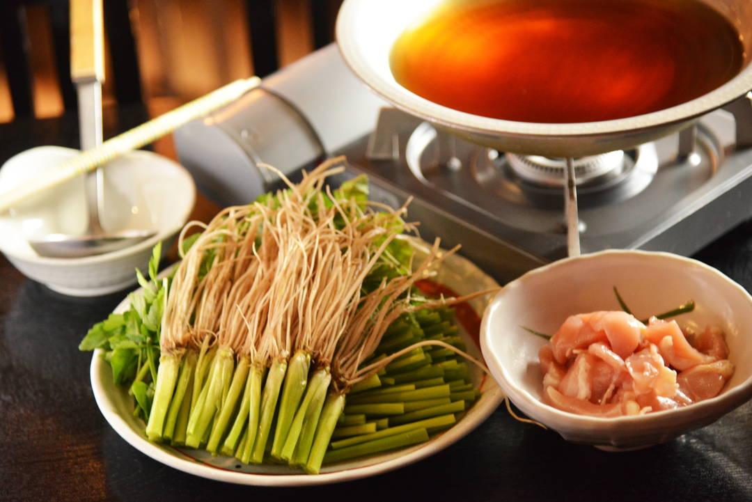 简朴的日式高汤衬托出水芹的清香