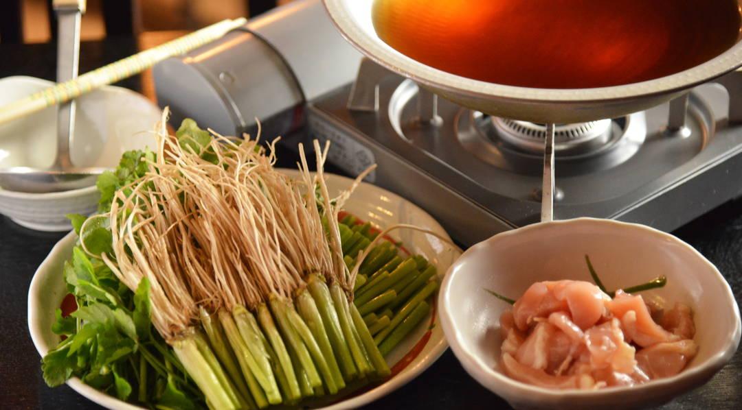 """【宫城的当地美食】咔嚓咔嚓的菜根很好吃!?  仙台冬天的名物""""水芹锅"""""""