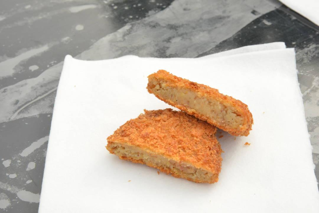 """能打包带走轻松品尝的""""米泽牛炸土豆饼""""【米泽牛熟食店】"""