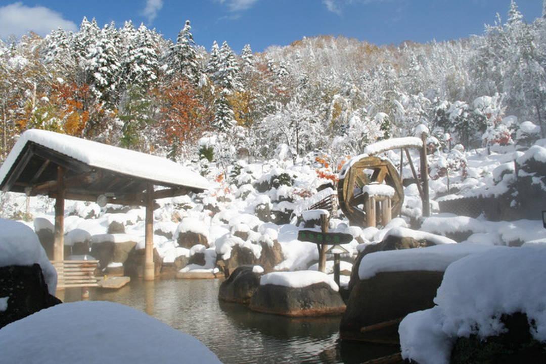 360度どこを見回しても雄大な雪景色【北海道・豊平峡温泉】
