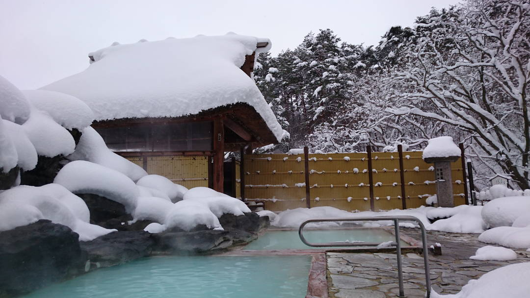 雪景色を眺めながらタマゴ肌に!?【福島県・高湯温泉 旅館 玉子湯】