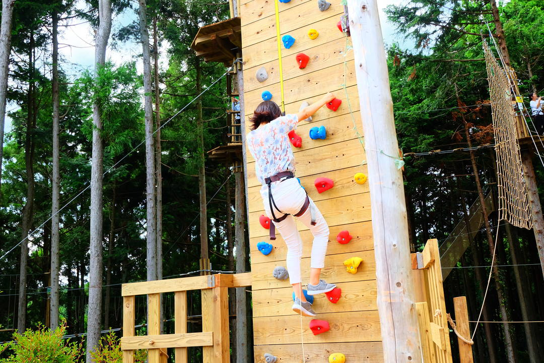 """攀登至高10米处""""悬崖挑战者"""""""