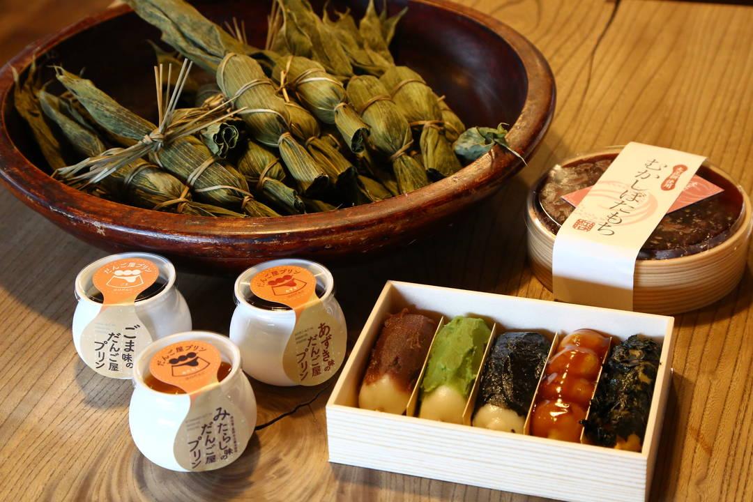 """销量最高的果然是新泻名物""""竹叶团子""""(笹团子)!   还有使用馅子的布丁"""
