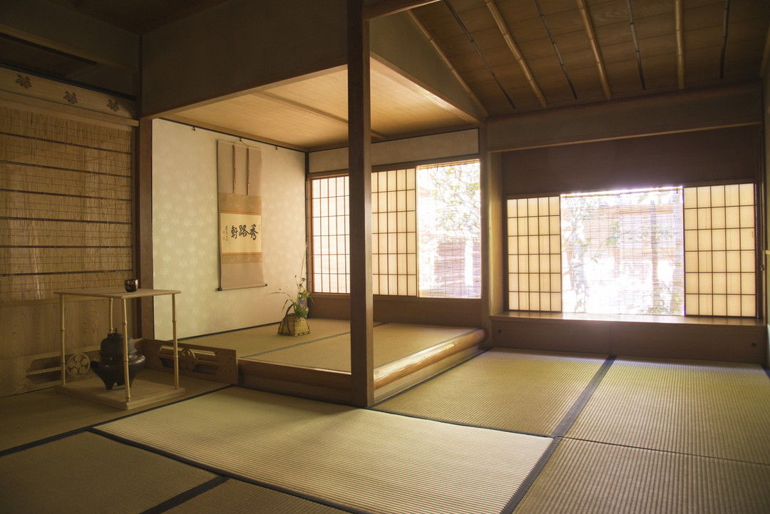 Shuroken reproduces the tea room of Omotesenke before the big fire in 1788