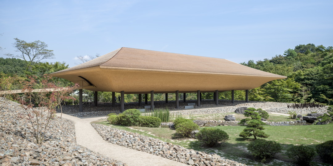 Contemporary architecture and art blend into a beautiful Zen temple! You can fully taste the world of Zen