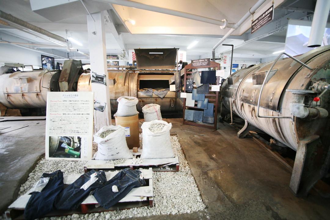 最具可看性的是牛仔褲專用的大型洗衣機!牛仔褲博物館2號館