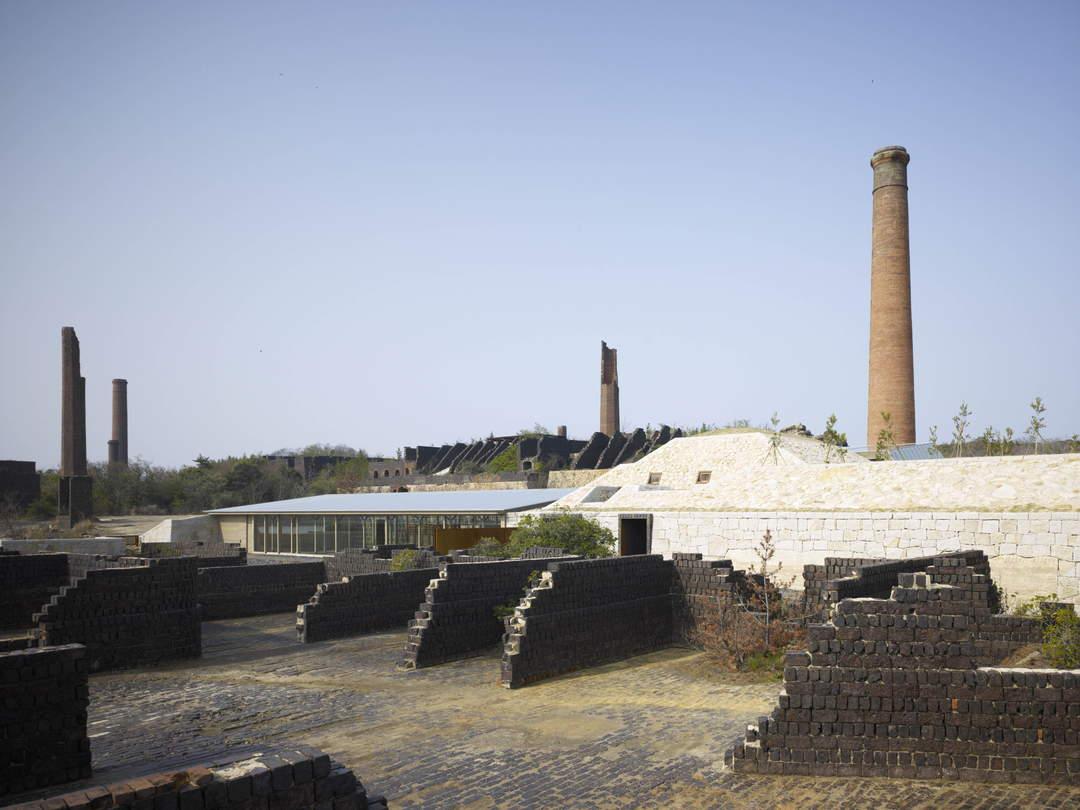 100年前的銅冶煉所遺跡 與島上的自然環境融為一體的「犬島」