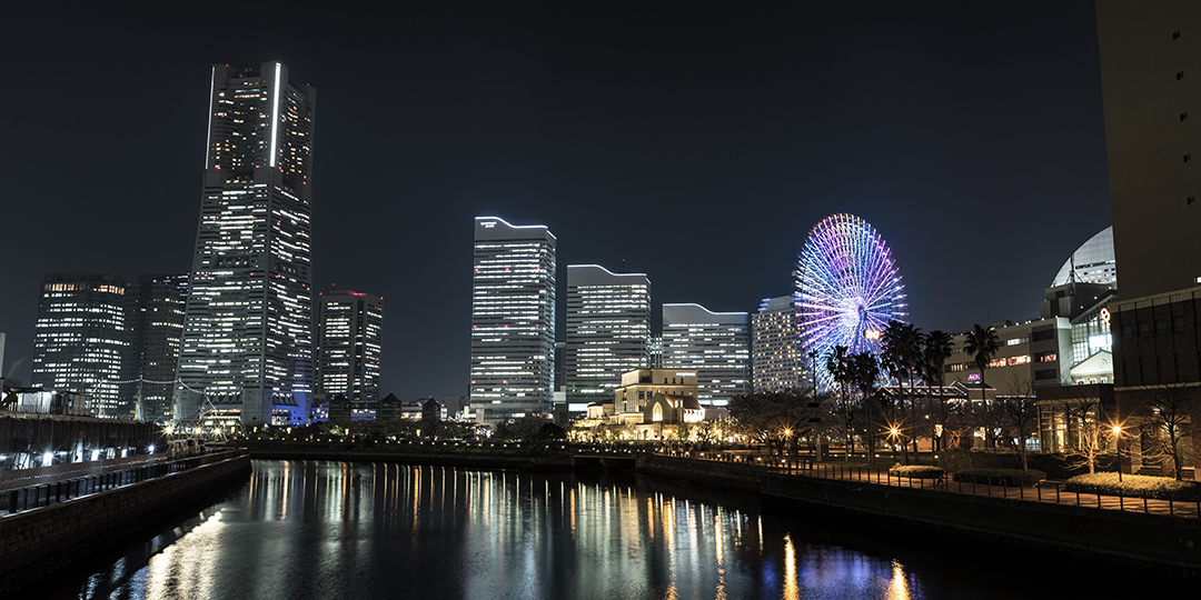 【VR影像】从天空世界俯视,如宝石箱般的夜景〜横滨地标塔〜